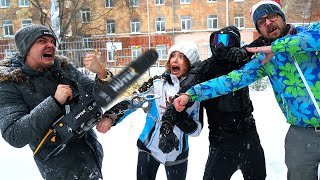 Кто первый освободится из наручников получит 100 000 рублей