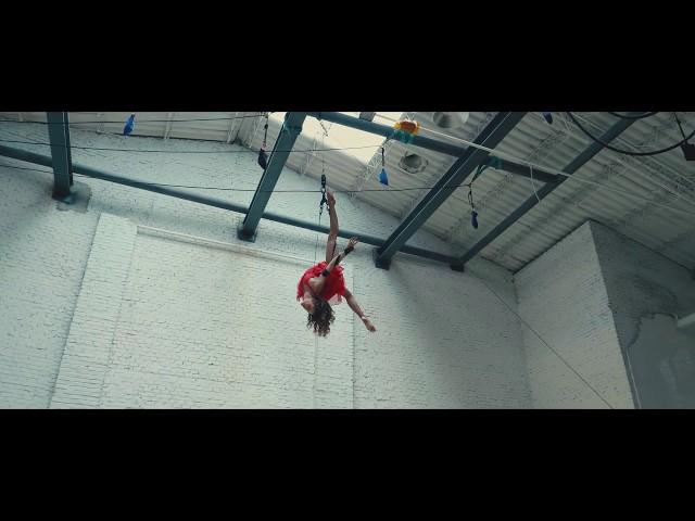 Elena Vives - Aerial Straps