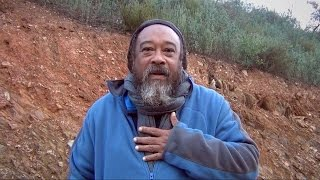 Walk with Mooji Baba – Kissed From Inside