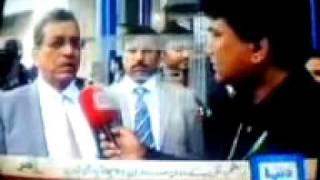 Old Man throw shoes on Pakistani President Asif Ali Zardari
