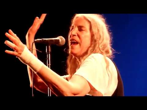 Patti Smith -- BEDS ARE BURNING (Midnight Oil) -- Ancienne Belgique - Brussels -- 13 august 2018