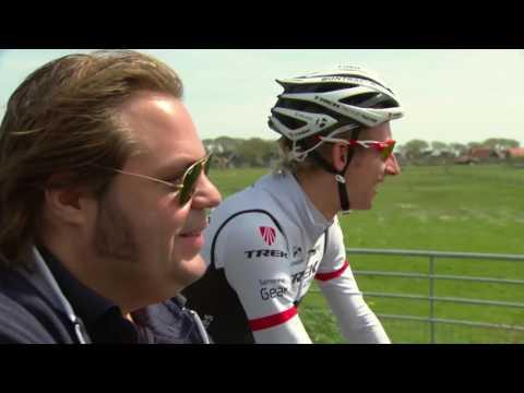 Bauke Mollema fietst met Frank over het prachtige Ameland
