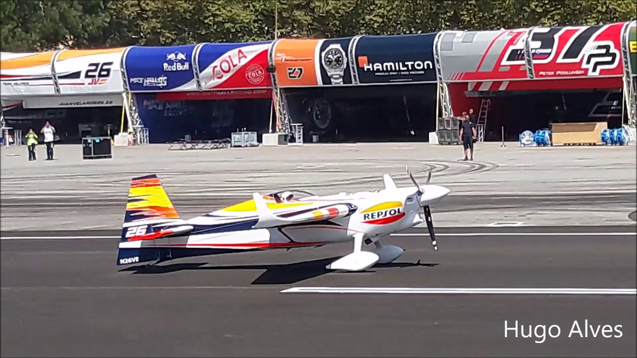 Red Bull Air Race Porto 2017 - Descolagem Juan Velarde e helicópetro