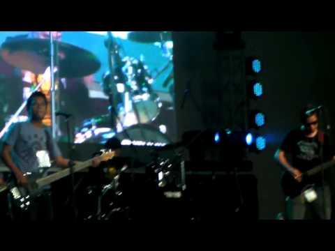 Makadawa - Elesi (COVER) live @ Cebu Coliseum