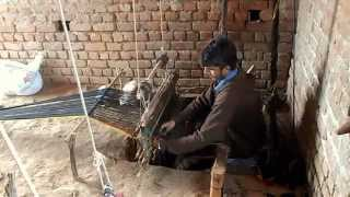 Pashtoon Weavers in Jammu, J&K, India with a cool Hindi/Urdu song on the radio