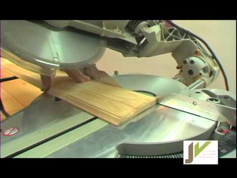 Coupe d 39 une plinthe int rieur gauche au 45 youtube - Comment couper des angles de plinthes ...