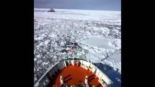 網走で就航している流氷観光砕氷船おーろらの映像です。