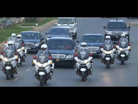 President Uhuru's MASSIVE Entrance in Rwanda. LUXURIOUS Car Drops Him and Stadium Cheers.