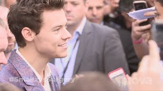 Harry Styles CRASHES the ARIAs Red Carpet!