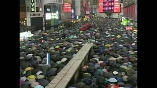 """香港民众8.18冒雨""""流水式""""和平大集会"""