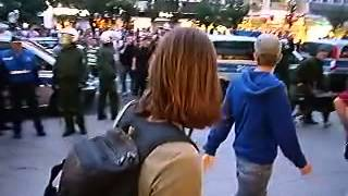 Polizei lässt Doberman auf Demonstranten los