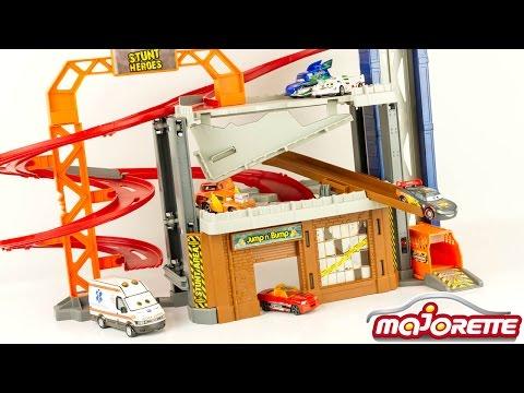 Crash Center Garage Stunt Heroes Dickie Fastlane Hot Wheels Lightning McQueen Car Crash Toy Review
