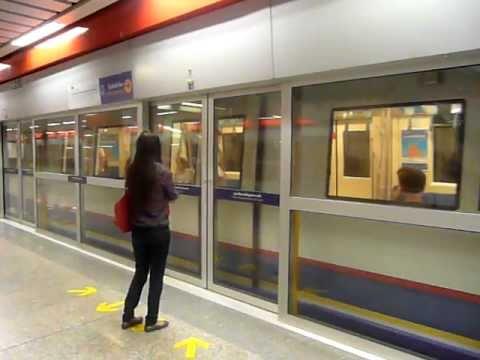 バンコクMRTカムペーンペット駅...