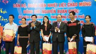 Thủ tướng Nguyễn Xuân Phúc thăm, tặng quà công nhân lao động tỉnh Đác Lắc