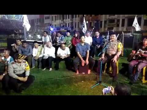 Kapolres dan Walikota Tangsel Ngamen Bareng Musisi Jalanan Ciputat Mp3