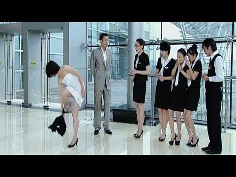 女孩得罪了老板,老板竟然要求美女当众脱衣服! thumbnail