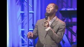 Micah Stampley performs Desperate People at St. John
