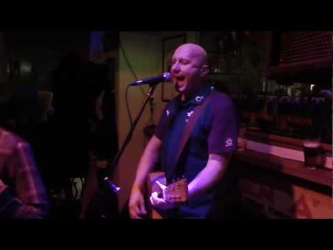 Brian Brody - Rocky Road To Dublin -Live Peadar Kearneys -
