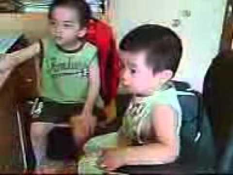 Con trai Hoàng Tuấn 23 tháng tuổi nhẩy theo nhạc