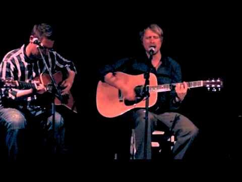 """The Tiller & The Tide spielt """"Astern the Curtains"""" im Café Kafic"""