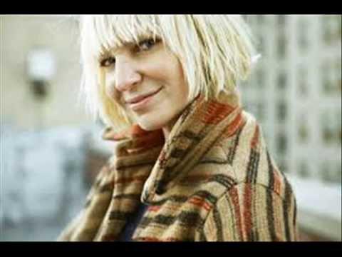 """Sia Furler, Sia revive el video de """"Chandelier"""" en su presentación con"""