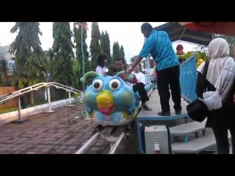 Shafa Sama Bapa Naik Kereta Mini Di Taman Kota Usman Janatin Purbalingga 16052015