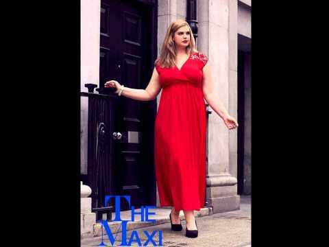 mais o modelo de tamanho 45, Rebecca Winters, mulher grande e bonita, agradável figura curvilínea