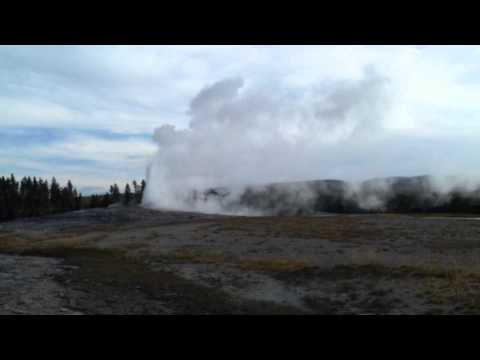 Yellowstone National Park - The Old Faithful Geyser - August 2012 first video
