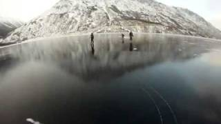 Хоккей на красивейшем замерзшем озере!