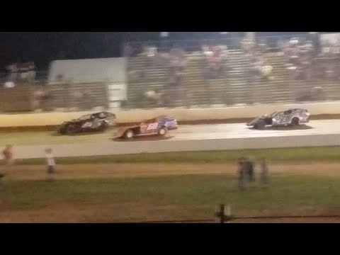 Exciting final 6 laps in dirt modified feature @ Florence Speedway