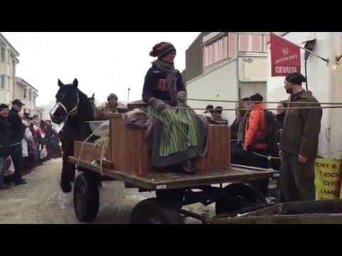 När forbönderna från Dalarna och Hälsingland kom till torget i Ockelbo Marknad 2016.