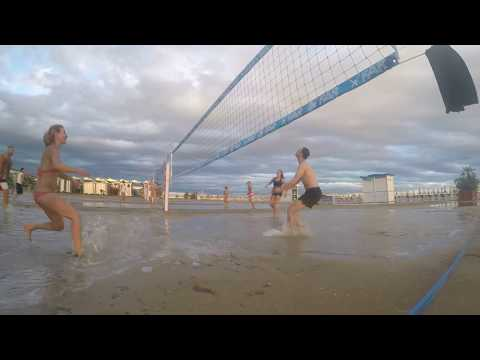 Itálie 9/2017 - Magoři na zatopené pláži 1
