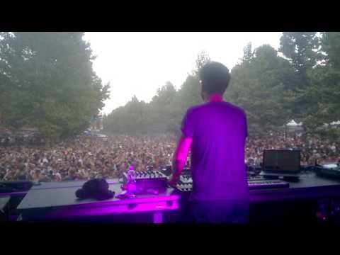 "FRANK WIEDEMANN (ÂME) plays ""Dan Croll - From Nowhere (Âme Remix)"" live @ Kappa FuturFestival 2017"