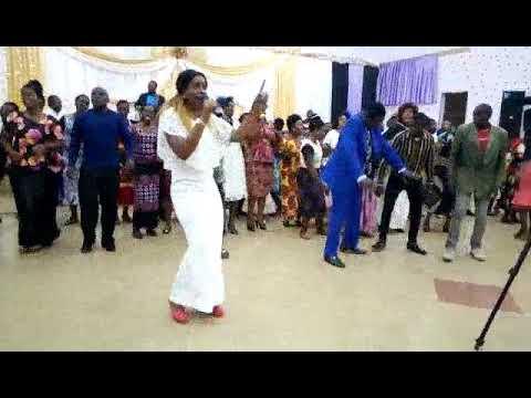 Jenipha Poul  singing Eee Bwana Yesu anatawala