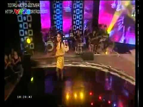 Cô gái Pa-Cô R&B Tuổi 20 hát.