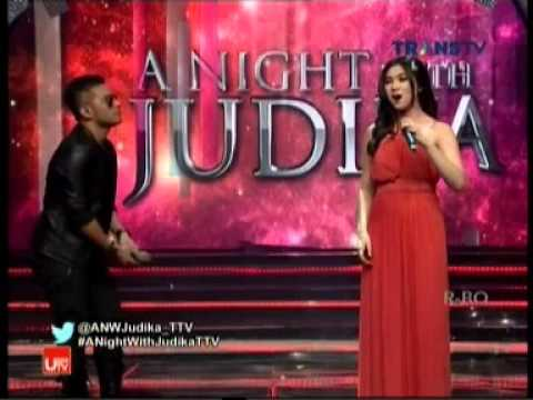Isyana Sarasvati Bernyanyi Lagu Seriosa