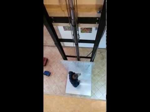 Ascensore per appartamento da m 7 5 su tre piani youtube for Piani casa sulla spiaggia con ascensore