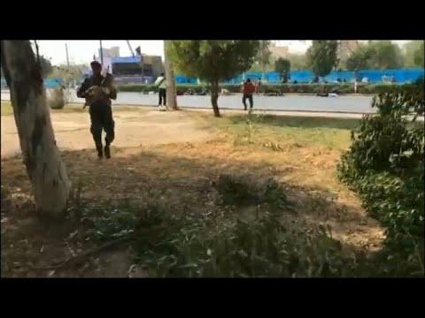 شاهد لحظة الهجوم على العرض العسكري في الأهواز الإيرانية …  - نشر قبل 2 ساعة