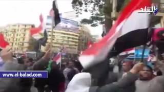 بالفيديو.. مسيرة للمواطنين بالتحرير وسط هتاف 'الجيش والشعب إيد واحدة'