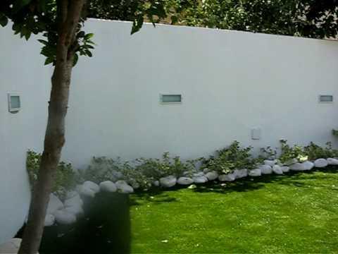 Jard n exterior sin mantenimiento por el jardinero s l youtube - Jardin sin mantenimiento ...