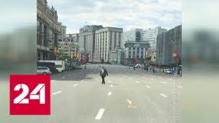 Наглый заезд по Тверской: мажор устроил гонки по перекрытым перед парадом улицам - Россия 24