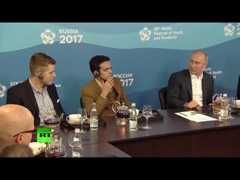 Vladimir Poutine rencontre les participants du 19e Festival mondial de la jeunesse et des étudiants