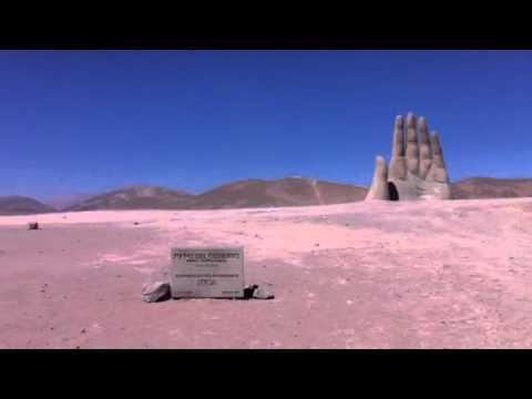Escultura Mano del Desierto