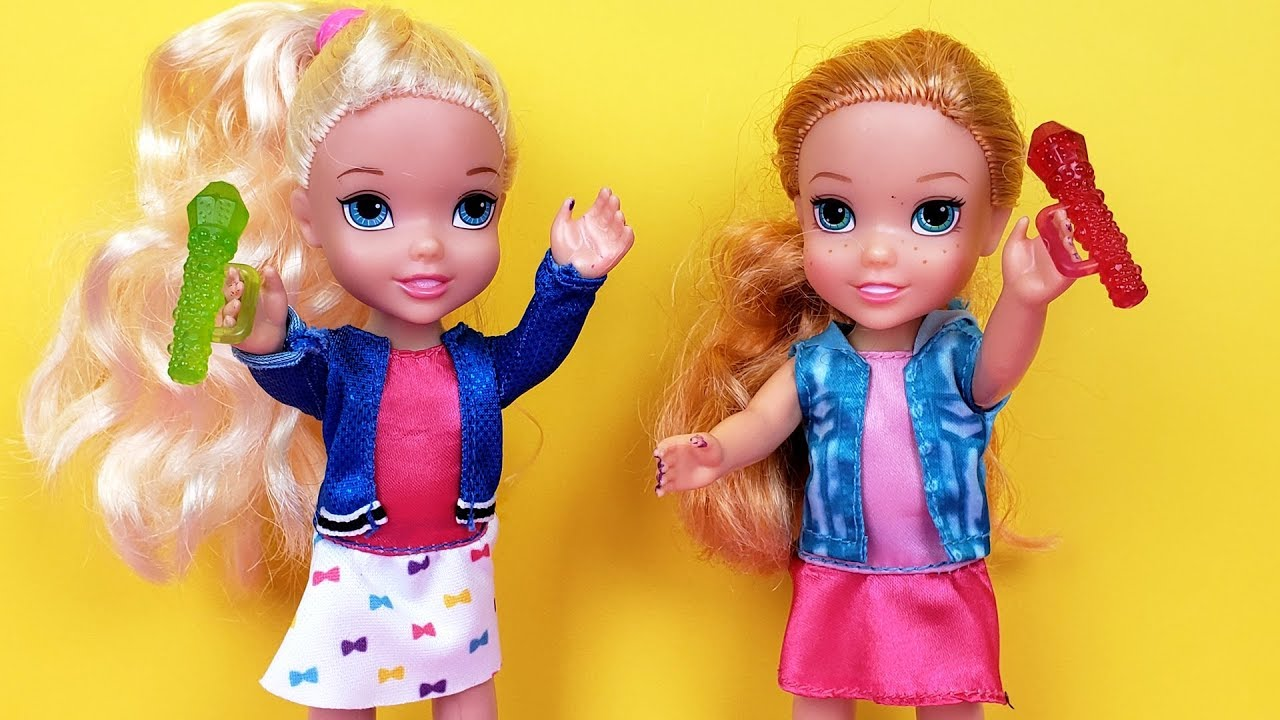 Download SINGING competition ! Elsa and Anna toddlers - Barbie is judge - contest