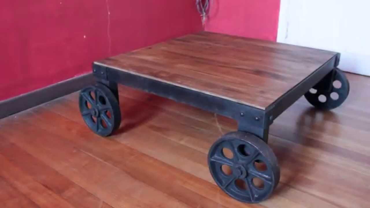 Mesa de centro cuadrada madera metal ruedas met licas for Mesas de centro metalicas