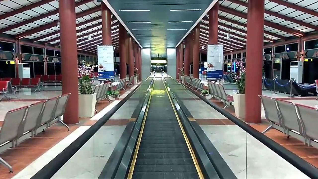 travelator terminal 2f bandara international soekarno hatta youtube rh youtube com