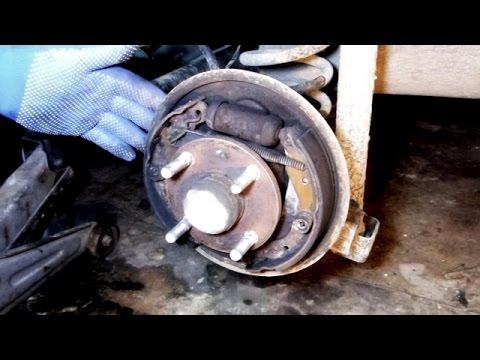 Замена задних тормозных колодок  Chevrolet Aveo .