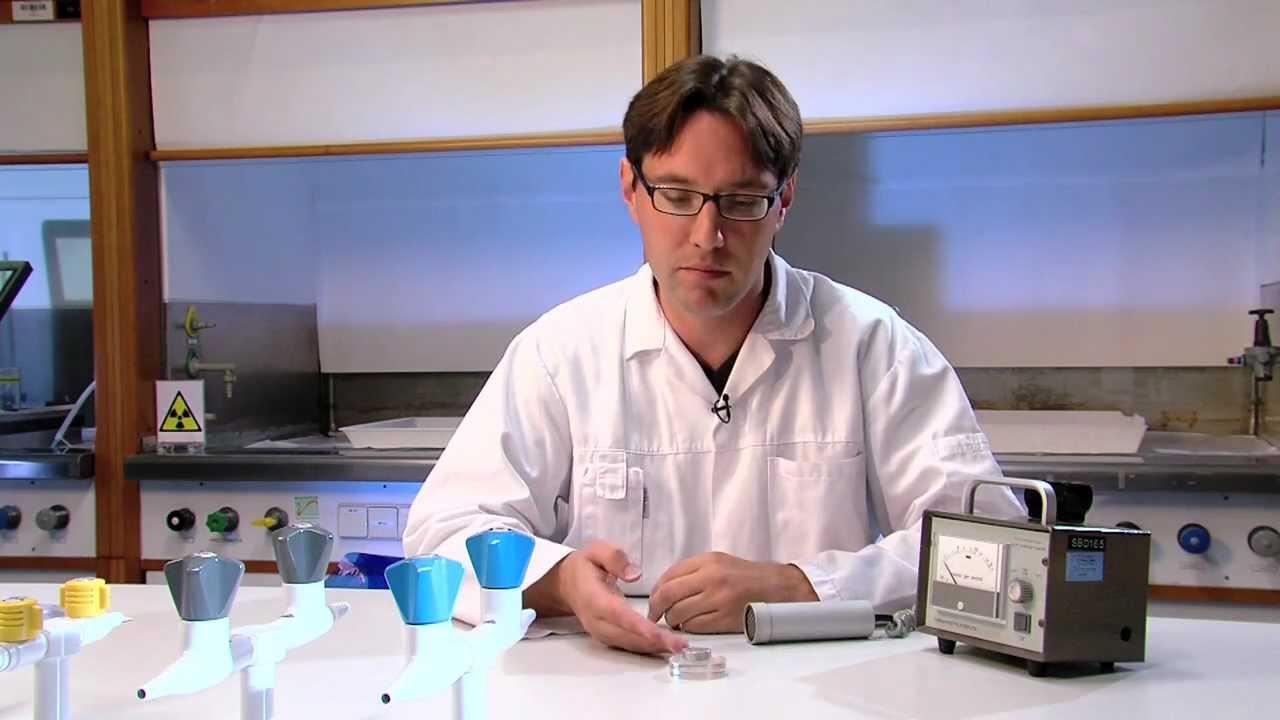 Waarom is carbon 14 nuttig in radioactieve dating, maar niet nucleaire geneeskunde