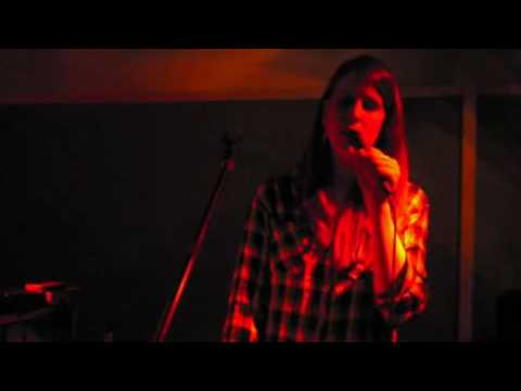 peaking lights - silver tongues, soft whispers - live - @ Madame CLAUDE - Berlin (julien).avi