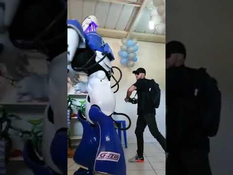 Götü Başı Ayrı Oynayan Robot